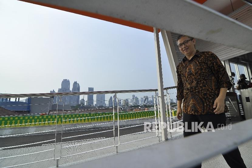 Direktur Utama Transjakarta Budi Kaliwono meninjau koridor 13 Tendean, Jakarta Selatan, Ahad (9/7).