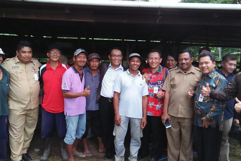 Dirjen Peternakan  I Ketut Diarmita bersama perwakilan dinas pertanian se-provinsi Kaltara.