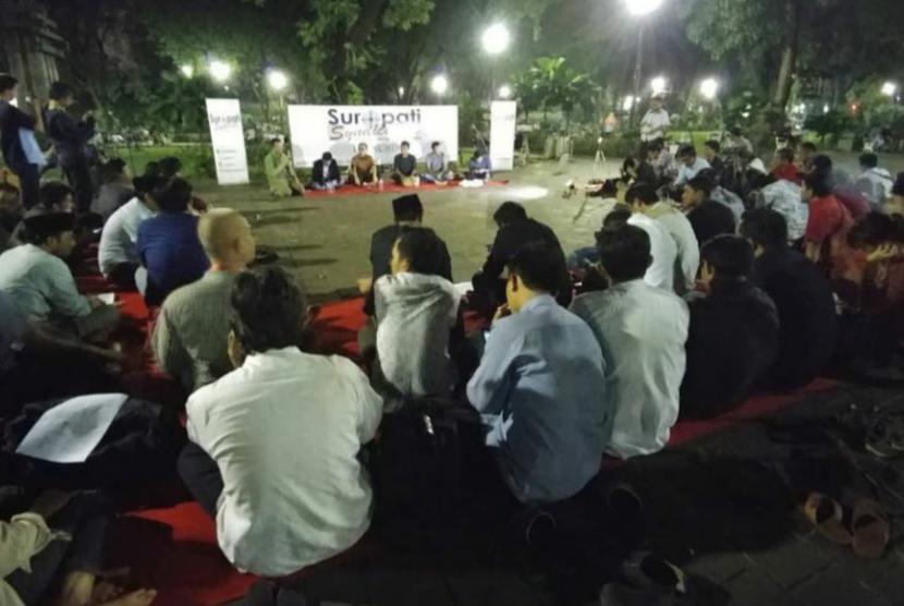 Diskusi publik di Taman Suropati Menteng Jakarta Pusat.
