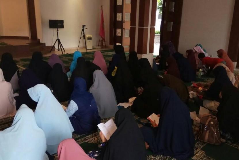 DKM Masjid Al Fath BSI BSD menggelar seminar tahfiz Alquran.