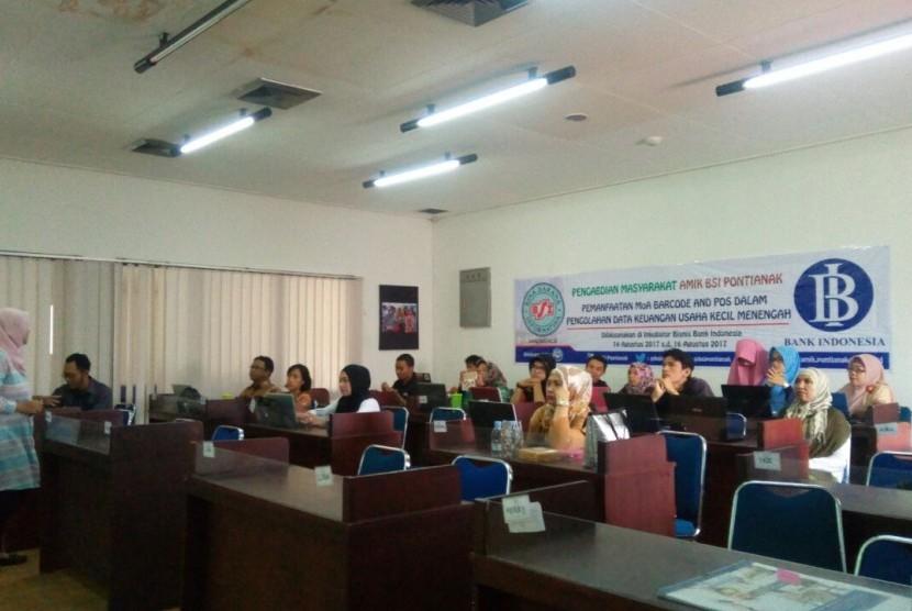 Dosen AMIK BSI Pontianak memberikan pelatihan menggunakan aplikasi MoA barcode dan POS kepada alumni Inkubator Bisnis Bank Indonesia (IBBI).