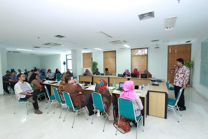 Dosen Universitas Al-Azhar Indonesia mendapat pelatihan pengajuan proposal Penelitian dan Pengabdian Masyarakat DRPM Kemenristekdikti tahun usulan 2017