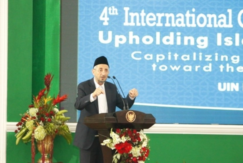 Dr Taufiq Ramadhan al-Buthi berbicara dalam Konferensi ke-4 ICIS