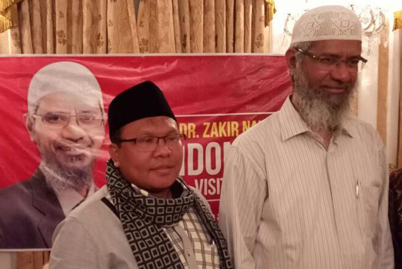 Dr Zakir Naik (kanan) dan Ustaz Ahmad Buchory Muslim.