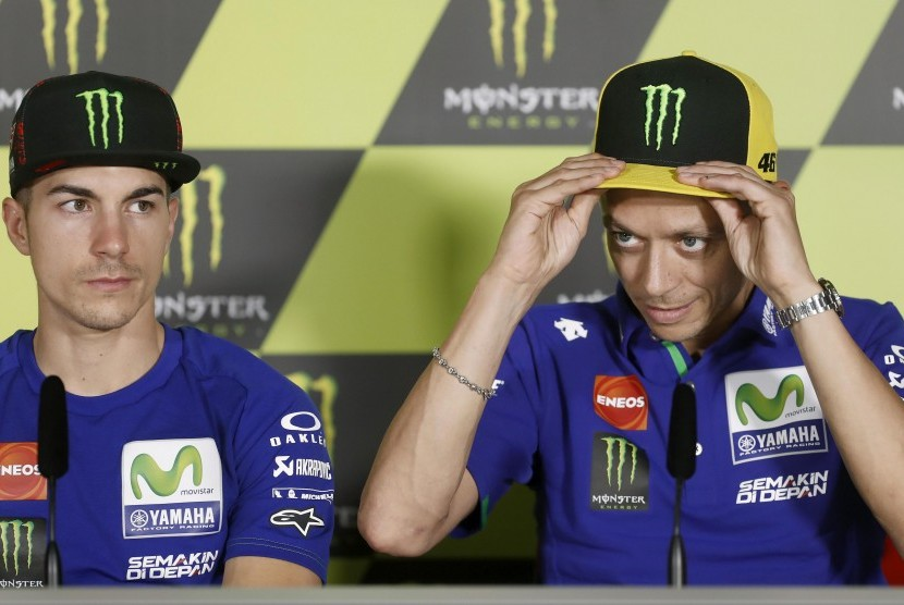 Dua pembalap Yamaha, Maverick Vinales (kiri) dan Valentino Rossi.