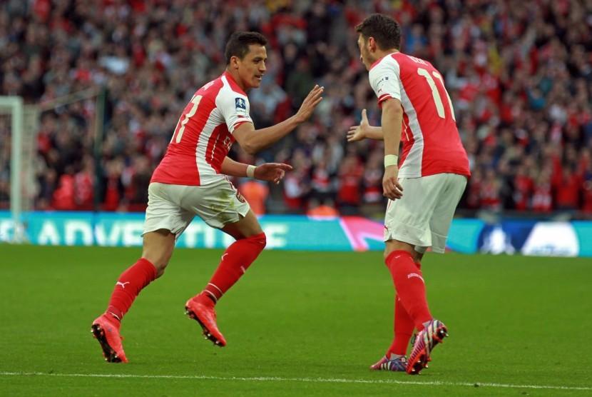 Arsenal Diminta Tunjukkan Pintu Keluar ke Sanchez dan Oezil