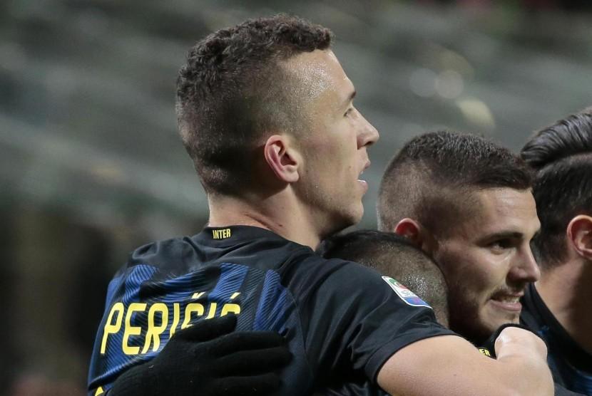 Dua penggawa Inter Milan, Ivan Perisic (kiri) dan Mauro Icardi.