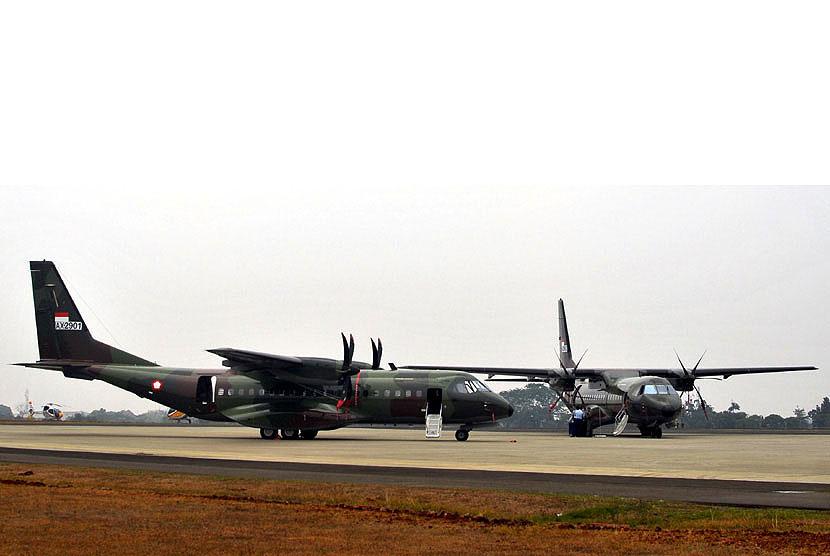 http://static.republika.co.id/uploads/images/inpicture_slide/dua-pesawat-cn-295-diparkir-di-base-ops-lanud-_121004224810-319.jpg