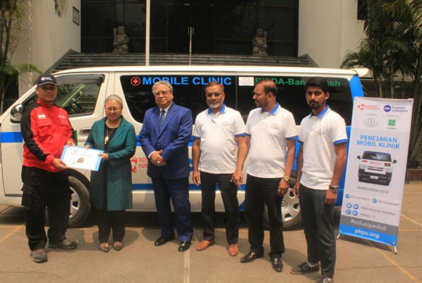 Indonesian Ambassador to Bangladesh Rina P. Soemarno hands over mobile clinic from PKPU Human Initiative to local authority in Dhaka, Bangladesh.