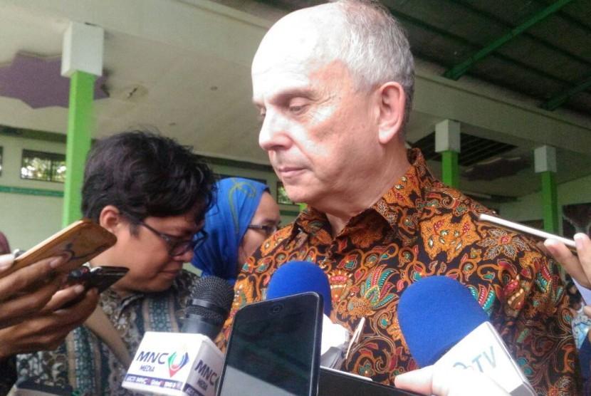 U.S. Ambassador to Indonesia, Joseph Donovan
