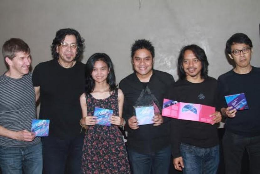 Dwiki Dharmawan bersama sejumlah musisi pendukung jelang konser Passion, Love, Life