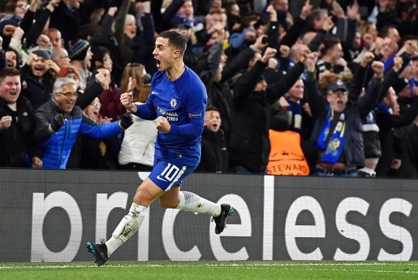 Eden Hazard merayakan gol bunuh diri pemain Atletico Madrid, Stefan Savic yang membuat Chelsea menyamakan kedudukan 1-1.