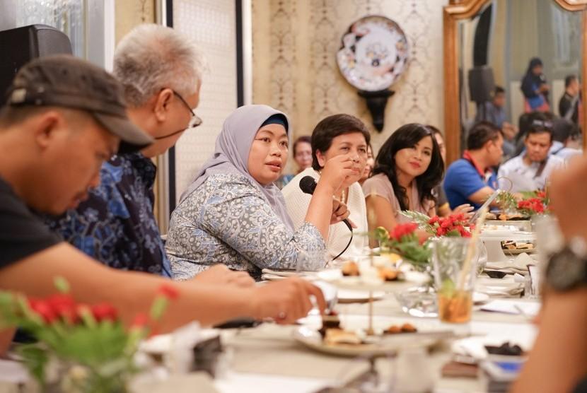 Ekonom Indef Enny Sri Hartati dan Antropolog UI Nurmala Kartini Sjahrir.