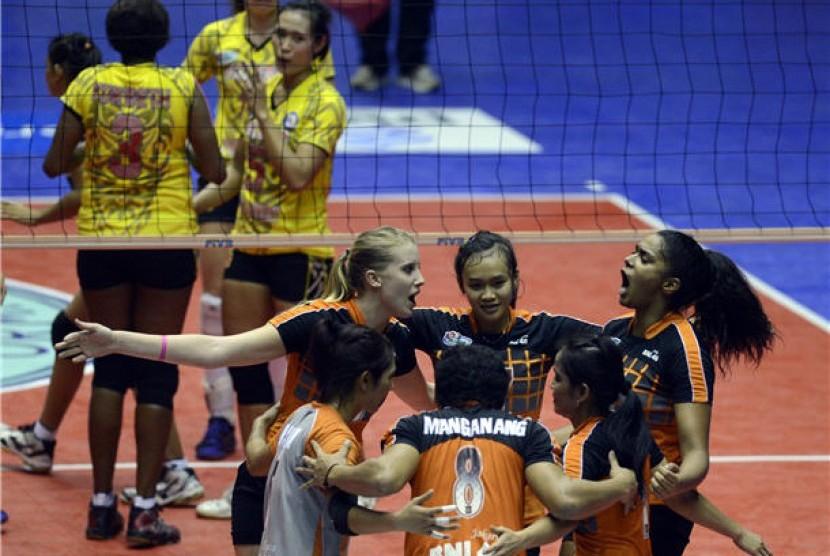Ekspresi kegembiraan pebola voli putri Jakarta BNI 46 (kanan) dalam pertandingan Proliga 2013.