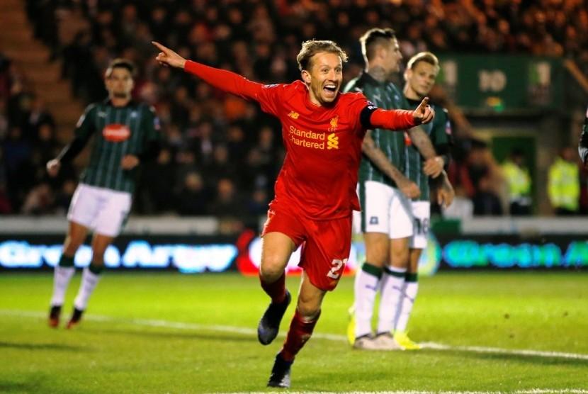 Ekspresi Lucas Leiva setelah mencetak gol untuk Liverpool ke gawang Plymouth Argyle di Piala FA, Kamis (19/1).