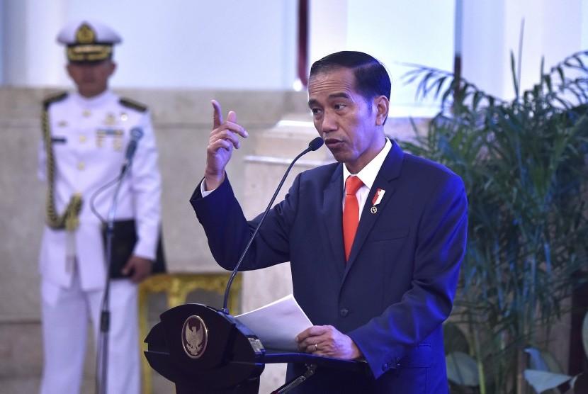 Ekspresi Presiden Joko Widodo saat menyampaikan arahan pada Pembukaan Rakernas Pengawasan Intern Pemerintah Tahun 2017 di Istana Negara, Jakarta, Kamis (18/5).