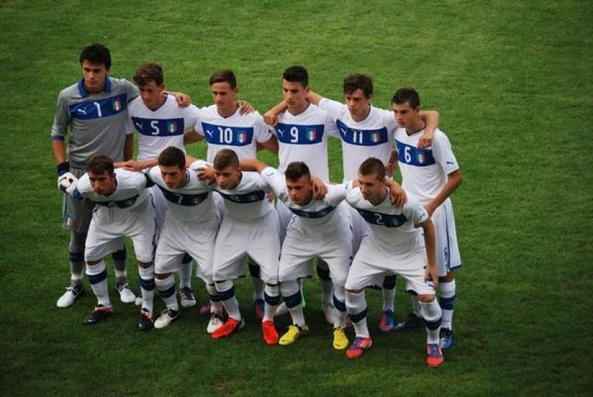 Emil Audero (atas paling kiri) Bersama Timnas Italia