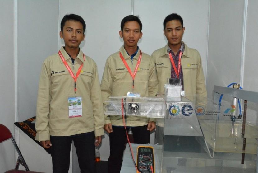 Empat mahasiswa Departemen Teknik Elektro Institut Teknologi Sepuluh Nopember (ITS) Surabaya mengonsep suatu pembangkit listrik tenaga gelombang laut yang diberi nama Indonesia Tidal Power (INTIP).