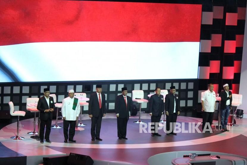 Empat pasangan calon gubernur dan wakil gubernur Jawa Barat hadir pada Debat Publik Pertama Pilgub Jawa Barat 2018 bersama empat pasangan calon gubernur dan wakil gubernur Jawa Barat, di Gedung Sabuga, Kota Bandung, Senin (12/3).