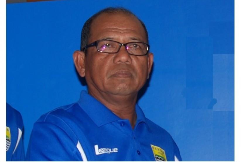 Pelatih Persib Sedih tak Bisa Bantu Selamatkan Semen Padang