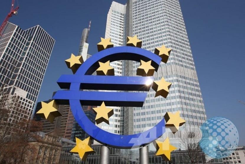 Euro logo terlihat di depan Bank Sentral Eropa, ECB di Frankfurt, Jerman.
