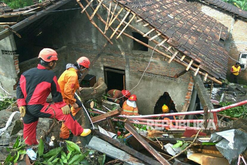 Tiga Orang Meninggal Akibat Longsor di Yogyakarta