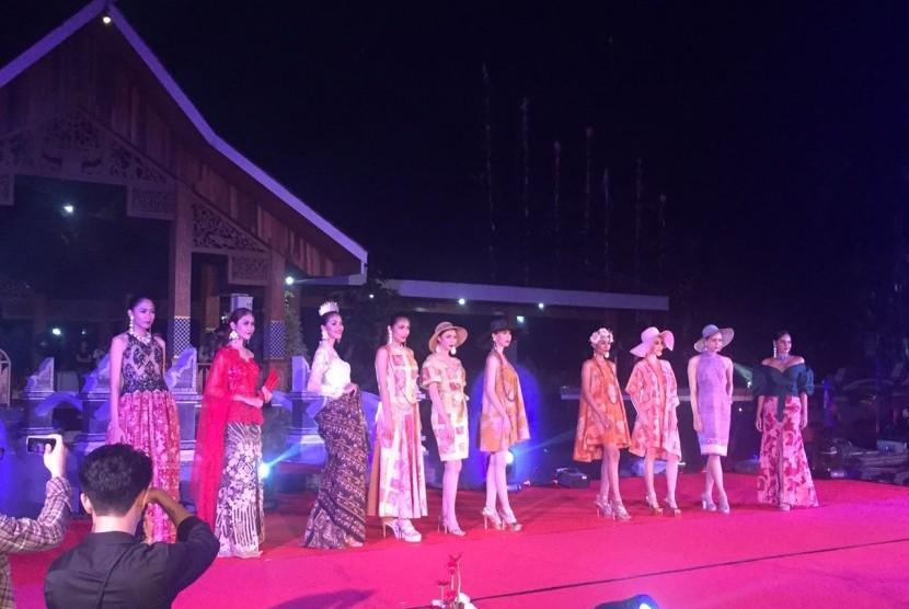 Fashion Show yang diselenggarakan di Purwakarta pada Sabtu (12/8).