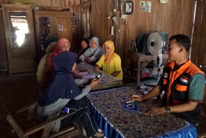 Permalink to Fasilitator Rumah Zakat Bentuk Kelompok Ekonomi Ibu-Ibu
