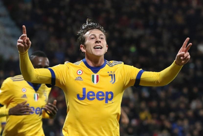 Bernardeschi Pahlawan Juventus