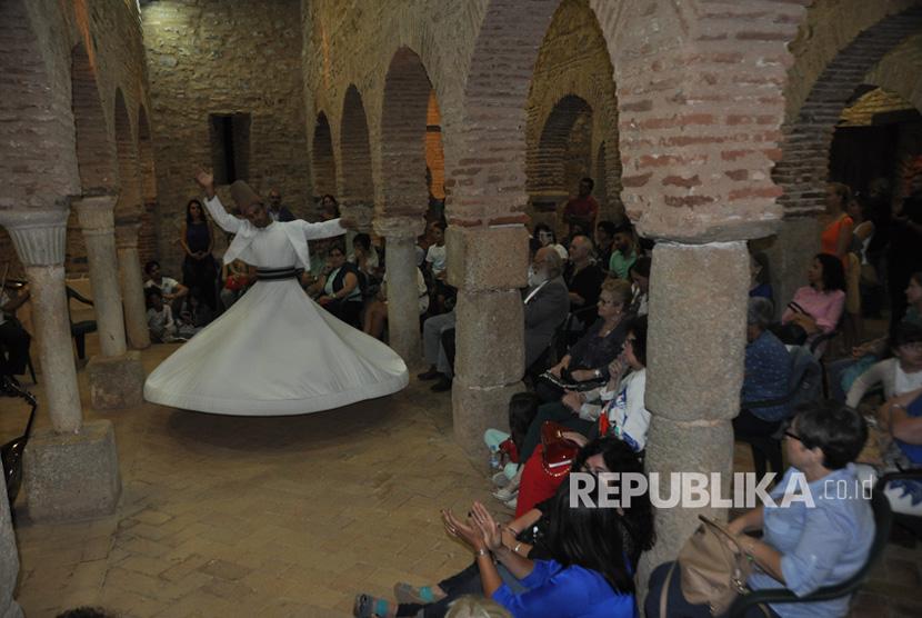 Festival Budaya Islam ke-18 di kota Almonaster La Real, atau biasa disingkat Almomaster, di Propinsi Huelva, Daerah Otonom Andalusia yang berbatasan dengan Portugal, berlangsung pada tanggal 13 – 15 Oktober 2017.