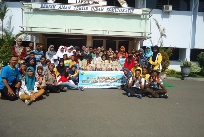Foto bersama Forum Anak Pekalongan dan saja Bakti Husada seusai pembacaan Deklarasi 10 Mei FCTC untuk Indonesia