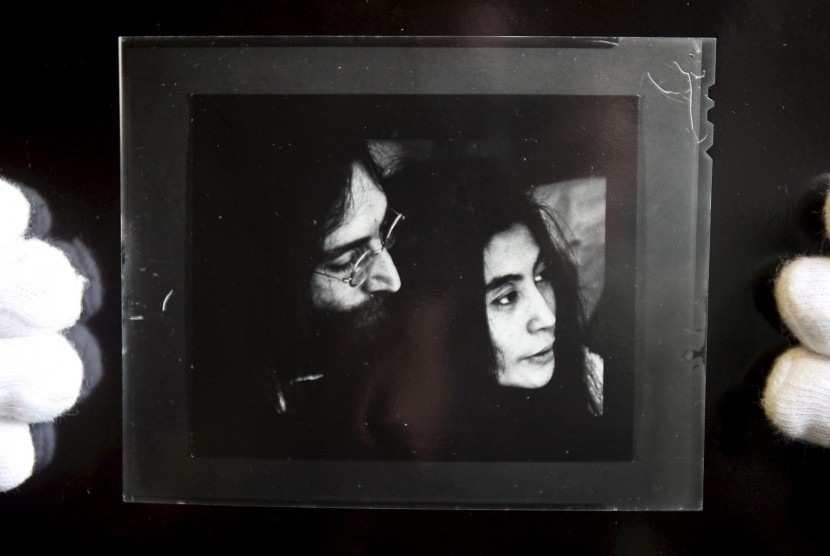 Polisi Jerman Temukan Buku Harian John Lennon yang Dicuri