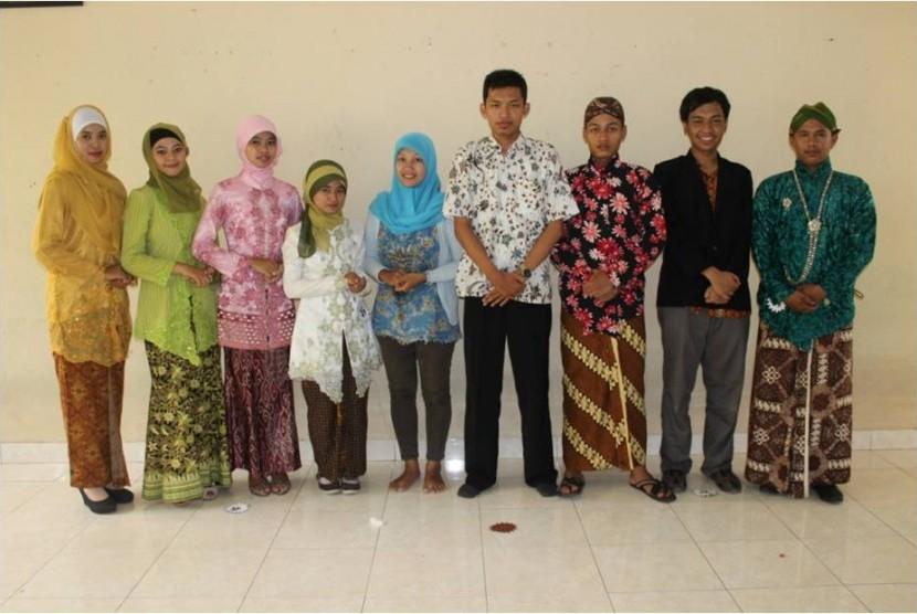 Foto para Finalis dengan Dewan Juri.
