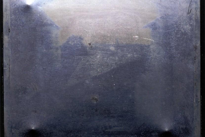 Foto tertua di dunia yang dibuat dengan teknik aspal.