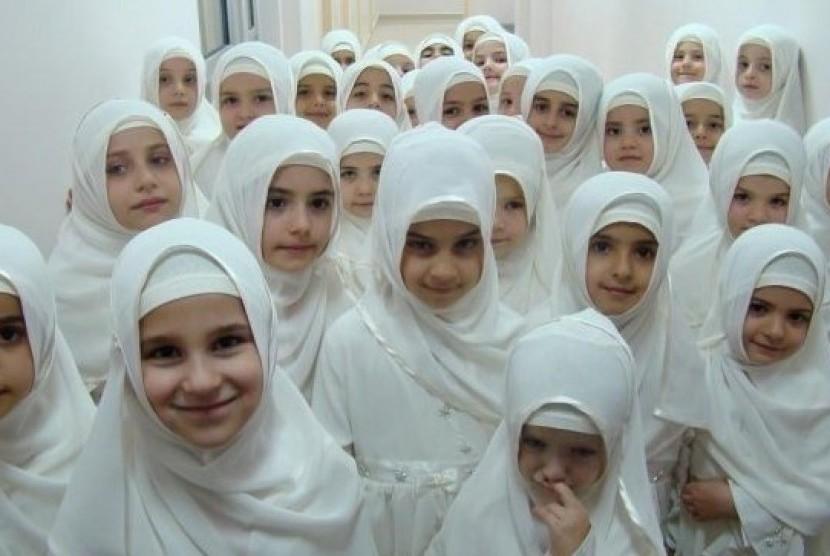 Gadis-gadis Muslimah berjilbab. (ilustrasi)