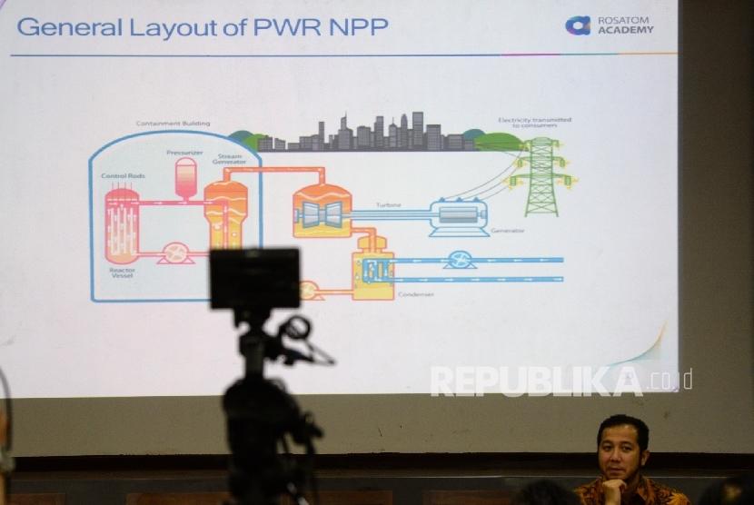 Gambar rencana pembangkit listrik tenaga nuklir ditampilkan pada workshop media tentang teknologi nuklir di Pusat Iptek dan Kebudayaan Rusia, Jakarta, Selasa (11/10).