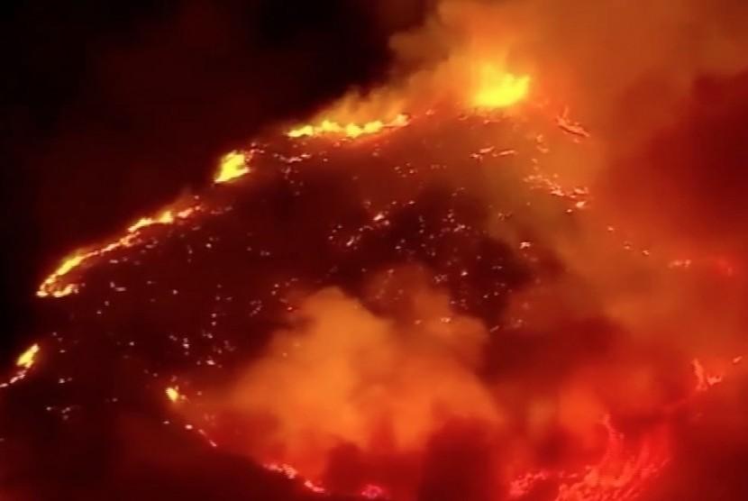 Gambar udara kebakaran hutan di California, AS