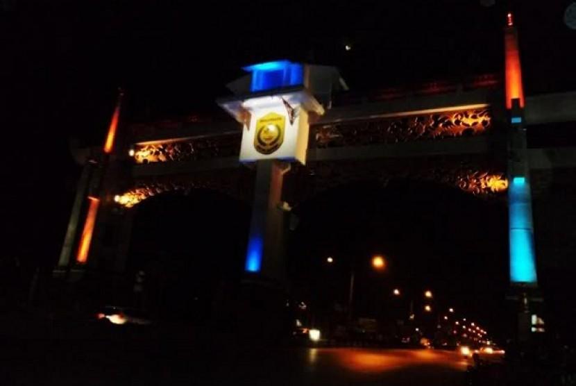 Gapura selamat datang Kota Banjarmasin, Kalimantan Selatan.