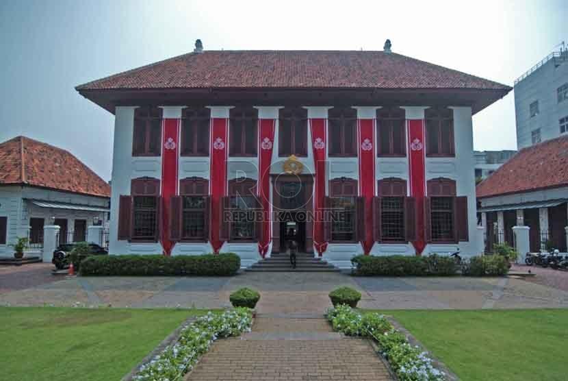 Gedung arsip nasional RI yang terletak di Jalan Gajah Mada, Jakarta Barat, Jumat (29/8).  (Republika/Raisan Al Farisi)