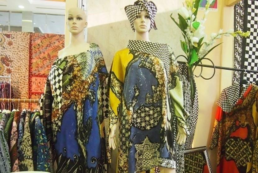 Inovasi Batik Abstrak dengan Warna Mencolok