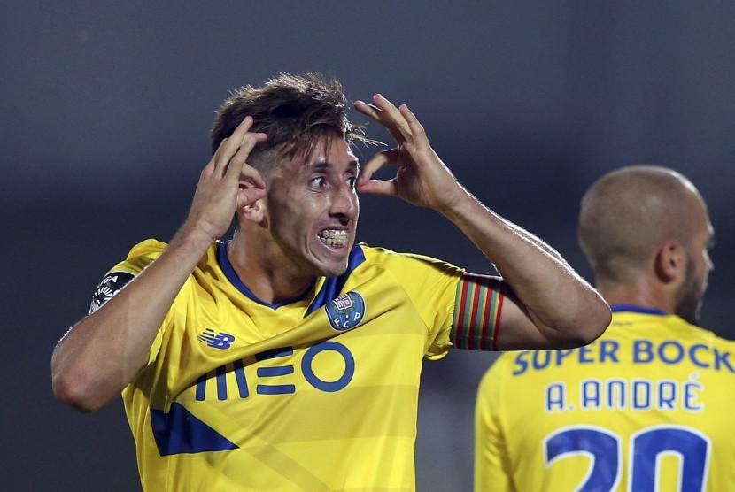 Gelandang FC Porto, Hector Herrera.