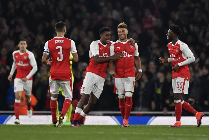 What three Arsenal players were recorded doing in dressing room