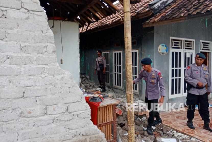 Dampak gempa di Banten, Selasa (23/1).