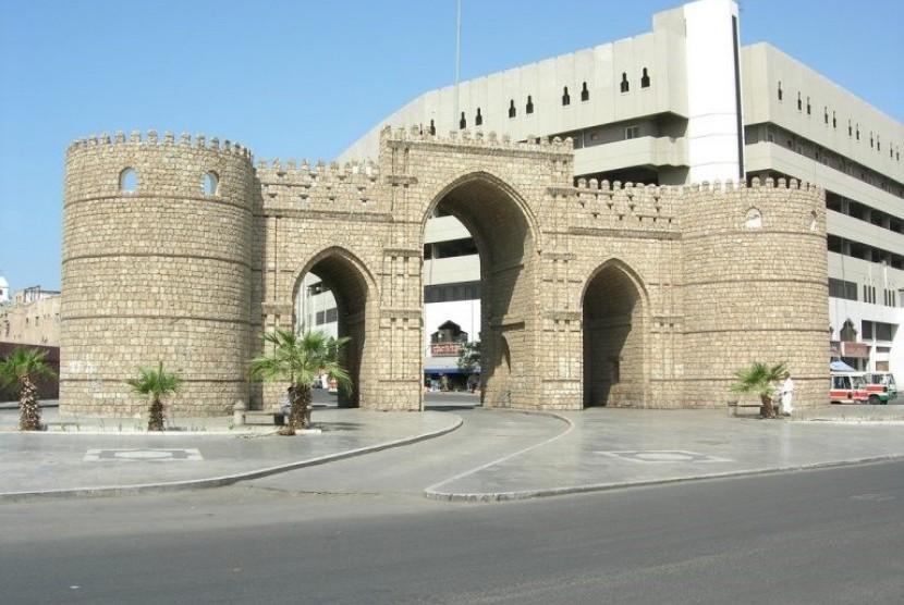Gerbang Makkah berada di kawasan padat penduduk Kota Jeddah