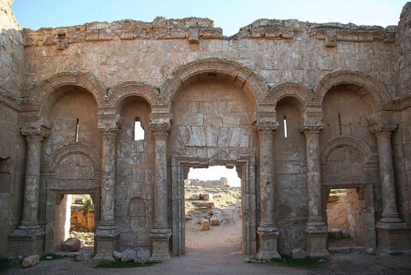Gerbang utara Kota Resafa, situs bekas istana Khalifah Hisyam, salah satu khalifah Dinasti Umayyah.