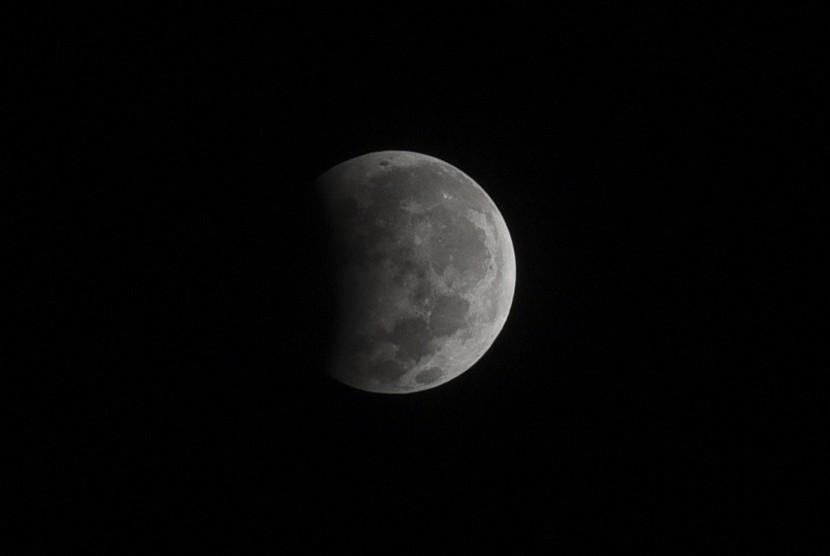 Gerhana bulan parsial.