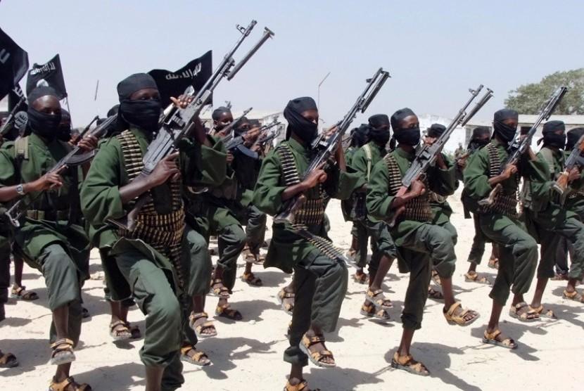 Gerilyawan Ash-Shabaab, yang menguasai Somalia.