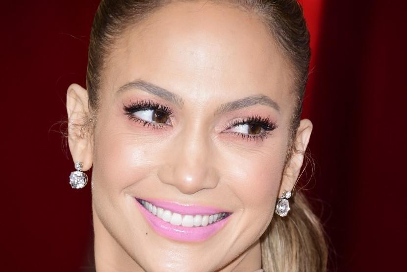 Gigi putih dan sehat menjadi dambaan setiap wanita.
