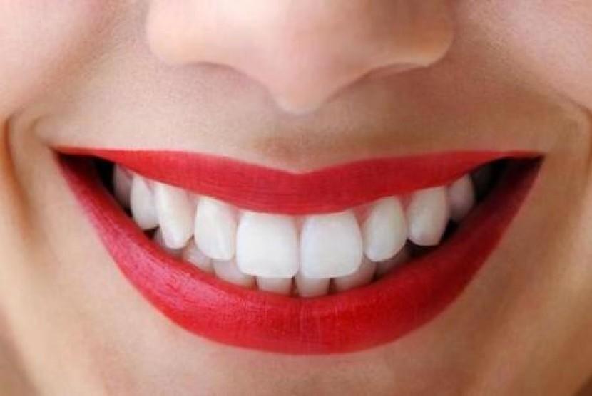Gigi sehat dan senyum cantik