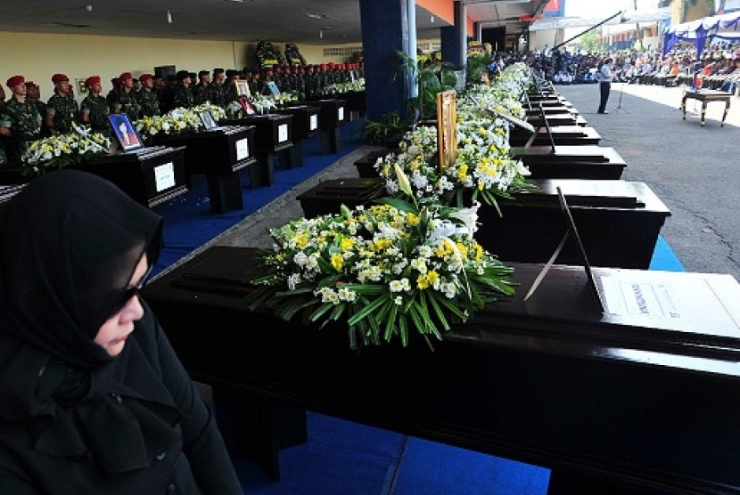 Government officially hands over the Sukhoi's victims to their families in a ceremony held at Halim Perdanakusuma airport in Jakarta, Wednesday.